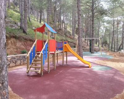 Juegos Infantiles y Suelo de Caucho en Andilla