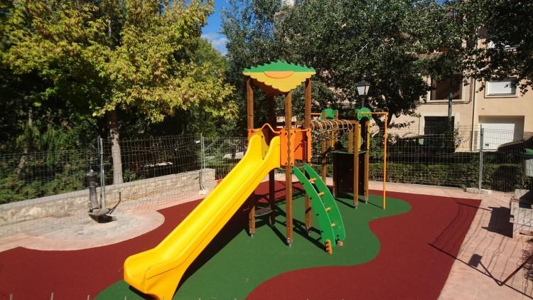 Juegos Infantiles Y Suelo De Seguridad En Moixentparques Infantiles Troe