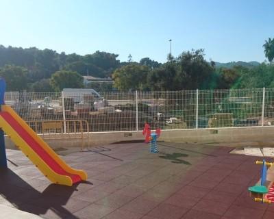Juegos infantiles y suelo de caucho en Javea