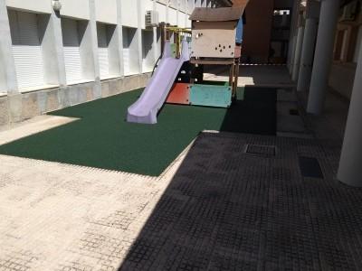 Suelo de caucho continuo en colegio de Xàtiva