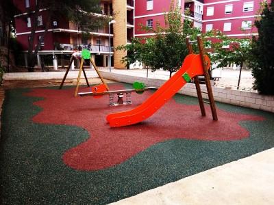 Juegos Infantiles y Suelo de Caucho en Chiva