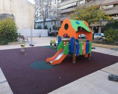 Juegos Infantiles y Suelo de Caucho en Tabacalera