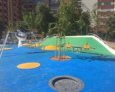 Suelo de caucho y juegos infantiles en Valencia