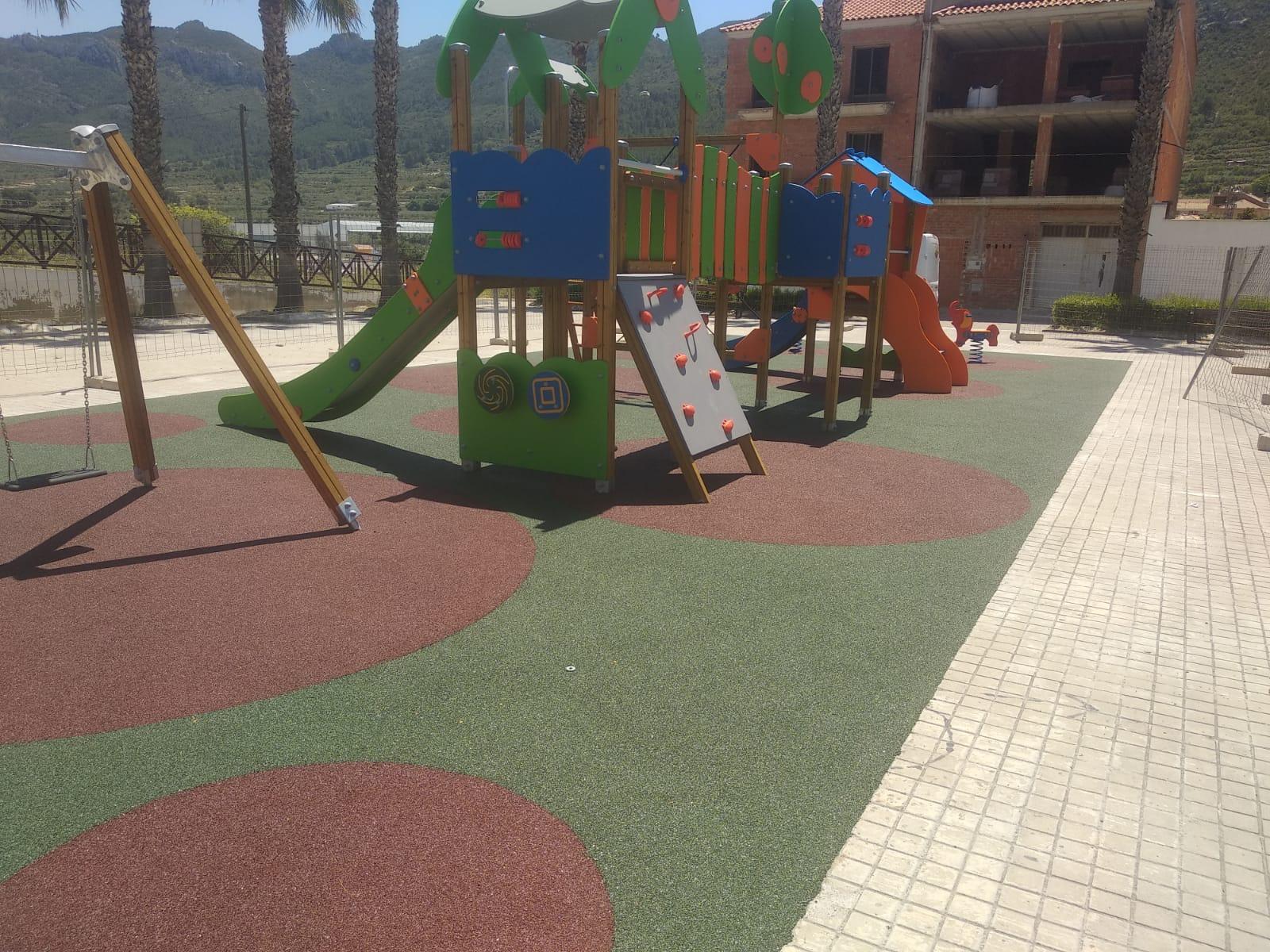 Juegos Infantiles y Suelo de Caucho en Moixent