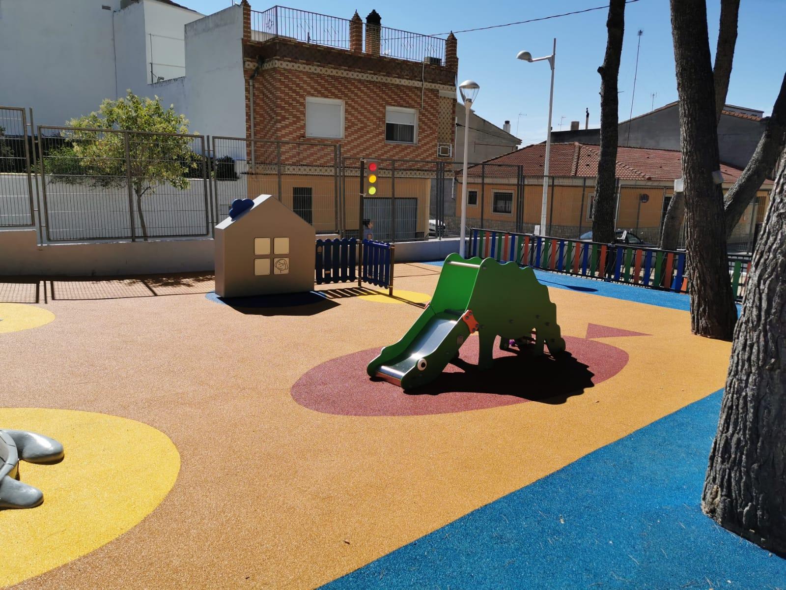 Juegos y Suelo de Caucho en Escuela Infantil