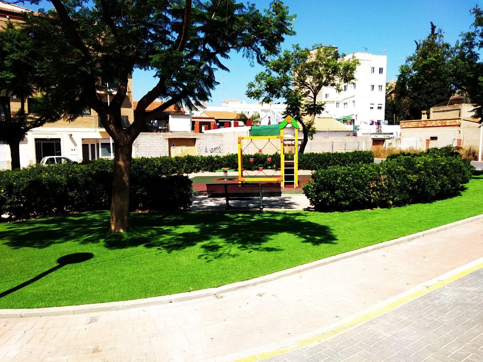 Juegos infantiles, suelo y césped en Montserrat