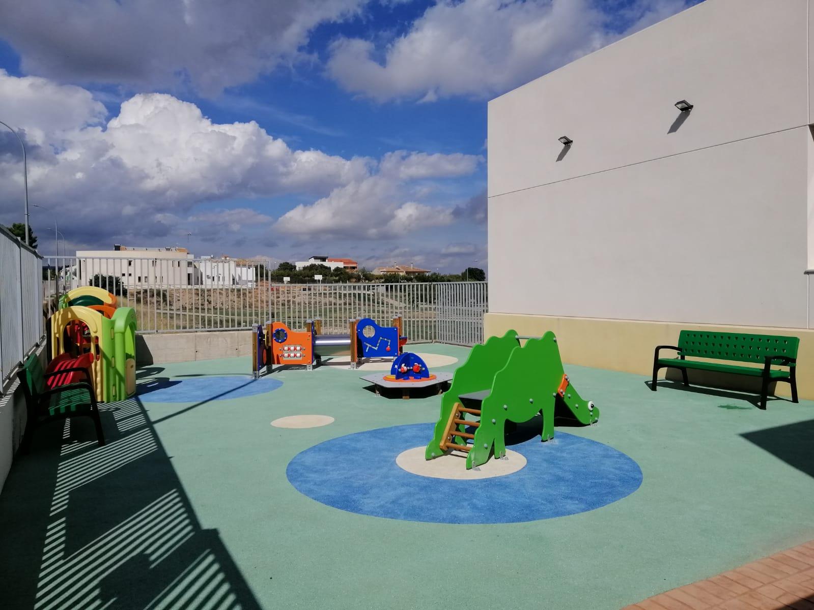 Juegos Infantiles, Vallas y Suelo de Caucho en Yátova