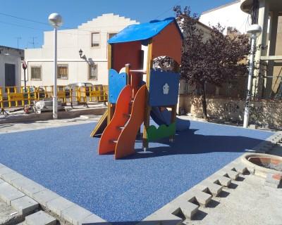 Juego Infantil y Suelo en Montserrat