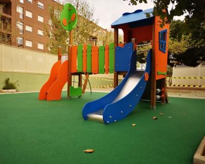 Juegos Infantiles y suelo de caucho en colegio de Torrent