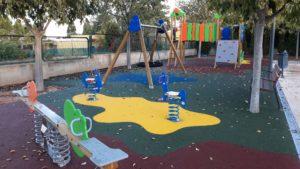 Juegos y suelo de caucho en La Pobla de Vallbona