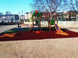 Parque infantil instalado en colegio de Rafelguaraf