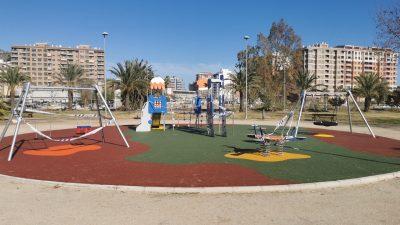 Juegos infantiles y suelo de caucho en Cullera