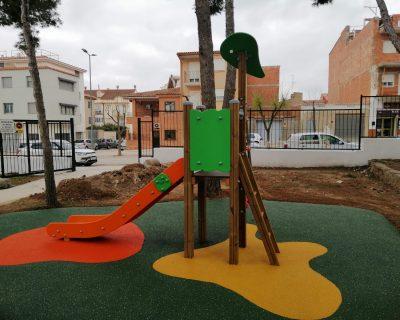 Juegos infantiles y suelo de caucho en Villar del Arzobispo