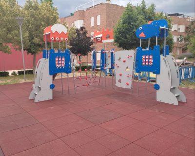 Juegos infantiles y placas de caucho en Muro de Alcoy